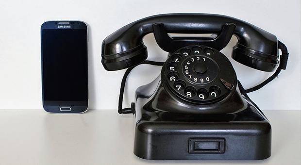 eerste mobiele telefoon
