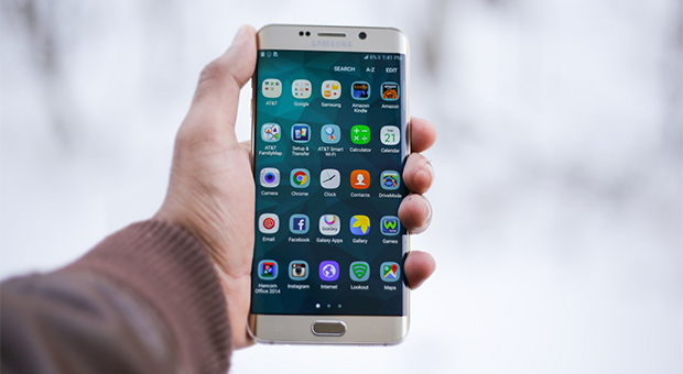Samsung tips & tricks - person holding samsung